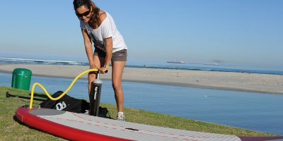Un guide comparatif d'un sup gonflable et d'un sup rigide
